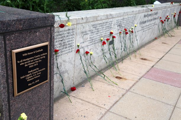 Vietnam Veterans Memorial With Honor and Gratitude Plaque and Wall of Fallen Heroes Names