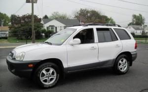 white Hyundai Sante-Fe similar to what Mr. Kelly may be driving
