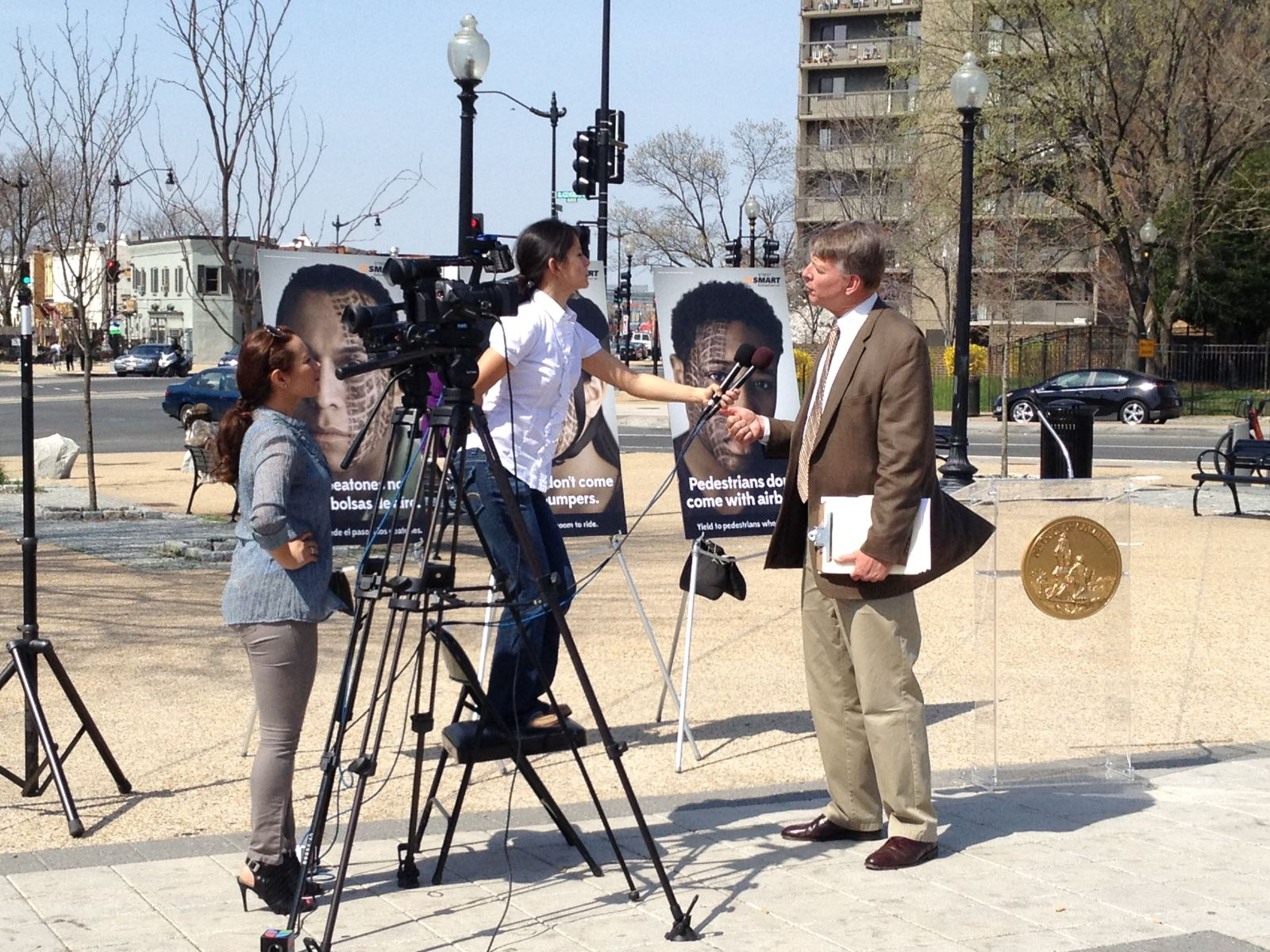 Univision Interviewing Montgomery County Pedestrian Safety Coordinator, Jeff Dunckel, about the new StreetSmart campaign