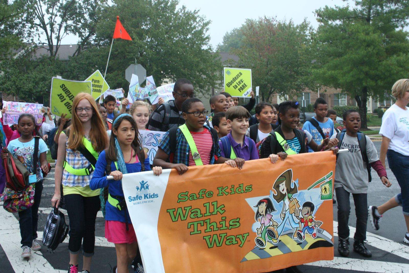 Picture of kids at Walk to School Day 2012
